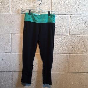 Lululemon black cropped leggings size 4 61425